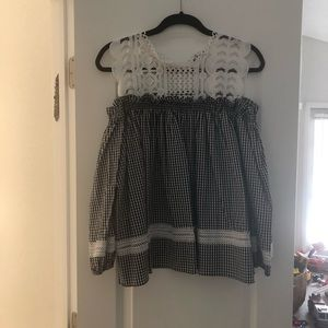 Tops - Off shoulder top size XL